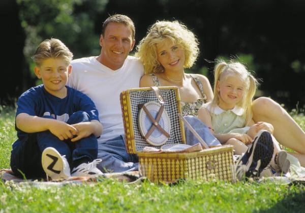 Familie bei einem Urlaub am Ederhof